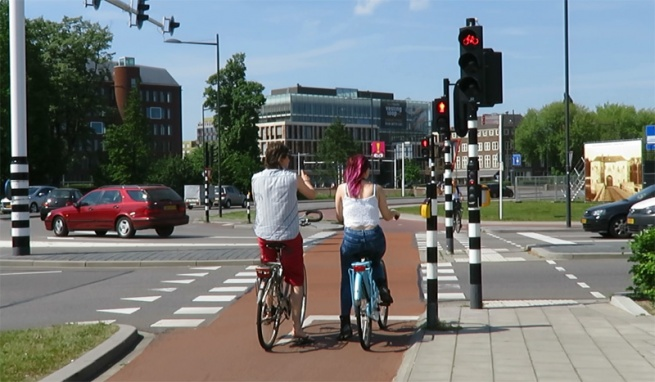 Trafic-in-s-Hertogenbosch-sursa-bicycledutch.wordpress.com_-655x382.jpg